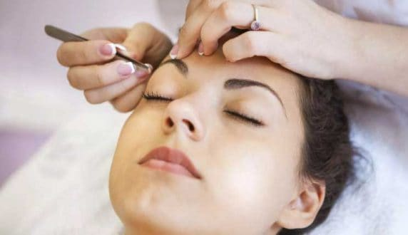 Eyebrow Shaping at VL Aesthetics